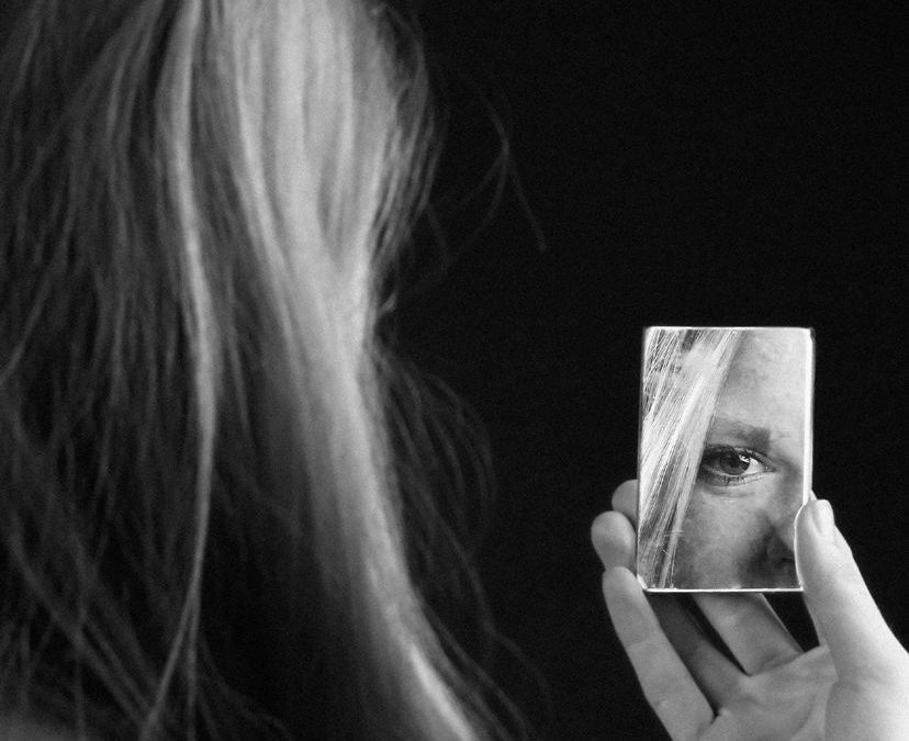 Is self-observation a journey through oneself?